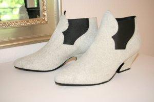 """Ankle Boots """"Alma"""" von Acne Studios aus strukturiertem Wildleder in off-white"""