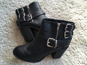 Ankle Boots im Biker-Style