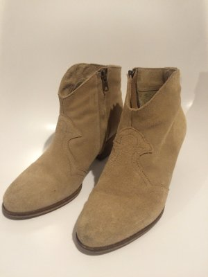 "Ankle Boots im Isabel Marant ""Dicker Boots"" - Style"