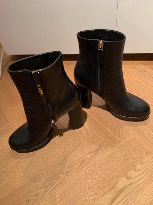 Ankle Boots in schwarz von Gianni Renzi