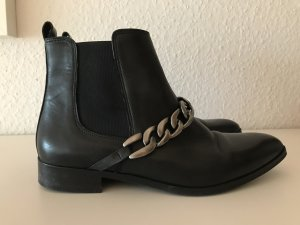 Ankle Boots mit Kette