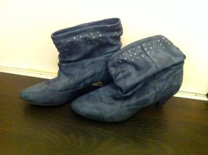 Ankle Boots mit Nietendekor