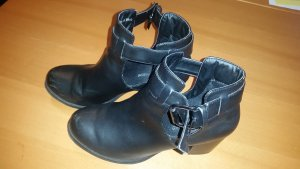 Ankle Boots mit Schnalle