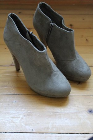 Ankle Boots / Stiefeletten taupe