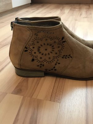 Ankle Boots Tamaris mit Lochmuster