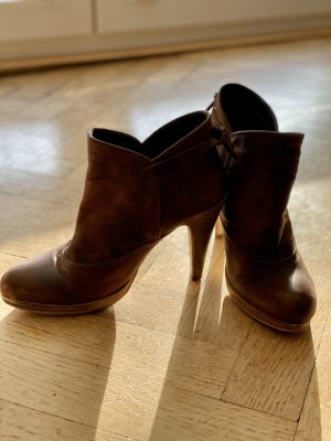 Slip-on Booties brown-cognac-coloured leather