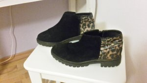 Ankleboots mit Leopardenfell-Optik