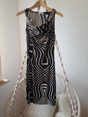 Anliegendes Kleid schwarz weiß