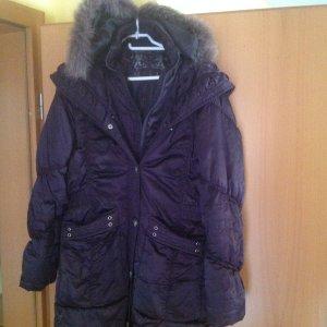 Abrigo con capucha violeta oscuro