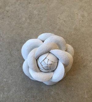 Anstecknadel Brosche Blüte im Chanel Stil