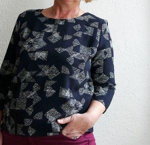 Anthrazitfarbenes Blusentop mit weißem Muster