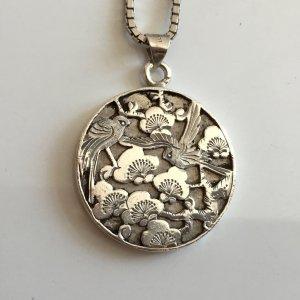 Antik 835 Silber Relief MASSIV Anhänger Asia Kirschblüte Baum Blätter Vögel Natur Medaillon Echtsilber charm