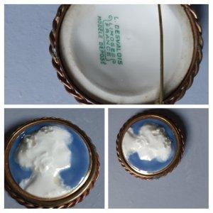 Brooch white-azure