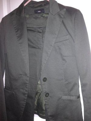 Anzug in oliv Farbe in Größe S