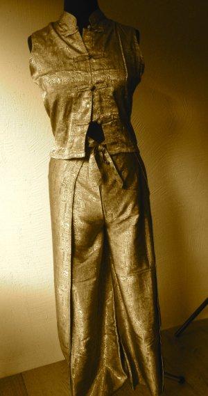 Anzug, Oberteil mit Wickelhose
