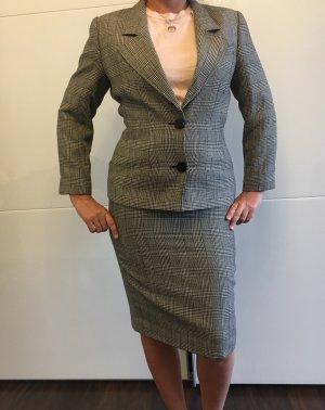 C. Valentino Business Suit multicolored