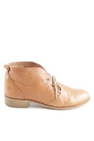 Apple of eden Desert Boots nude casual look