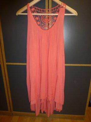 Apricot farbenes Kleid