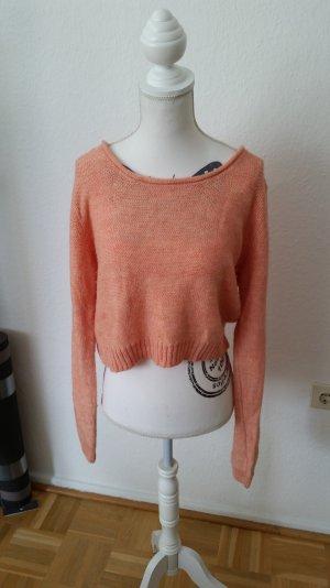 Apricotfarbener cropped Pullover von Review. Kastig geschnitten.
