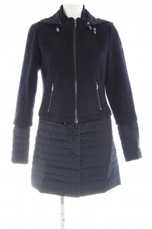 Armani Jeans Wollmantel dunkelblau Street-Fashion-Look