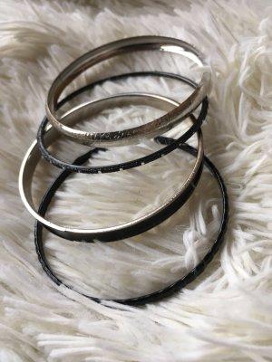 Armbänder in schwarz / Silber