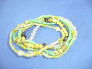 Armbänder kleine Perlen Grüntöne zusammen