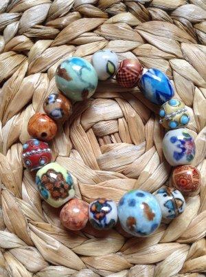 Armband aus bunten Keramikperlen von Bijou Brigitte