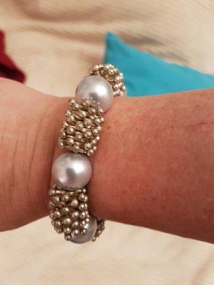 Armband aus kleinen Metall Elementen u grossen Perlen