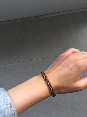 Armband aus Perlen in orange