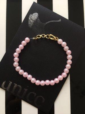 Armband aus rosa Perlen