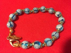 Armband aus türkisenen Glaskugeln