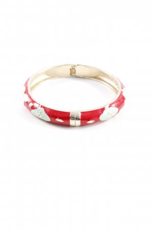 Bracelet flower pattern casual look
