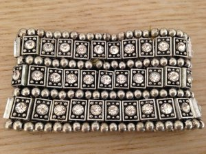 Armband, dehnbar, mit Steinchen