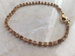 Armband in Goldoptik mit verschiedenfarbigen Steinchen