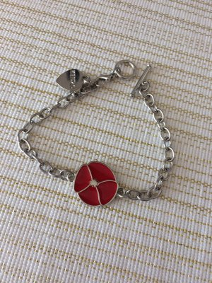 Armband in Silber mit roter Blume