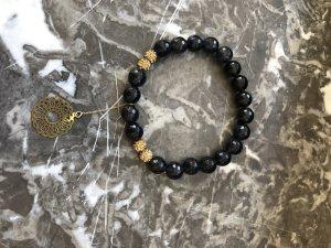 Armband mit Anhänger aus Gold