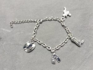 ARMBAND mit Charms / BETTELARMBAND