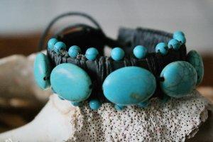 Armband mit echten Türkisen und Leder Las Dalias Markt Ibiza