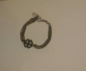 Armband mit funkelnden Kristallen