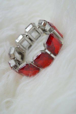 Armband mit großen roten Strasssteinen
