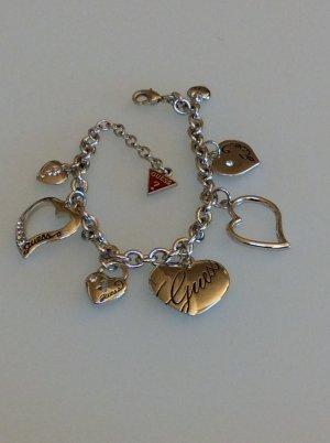 Armband mit Herzanhängern