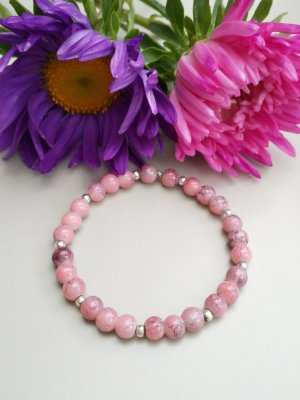 Armband mit lachsfarbenen marmorisierten Perlen