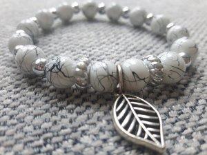 Armband mit marmorisierten Perlen
