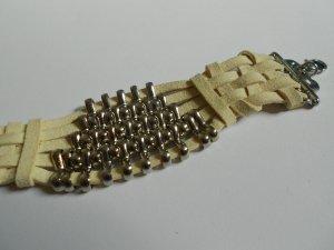 Armband mit Metallklammern  cremeweiß