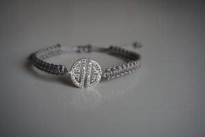 Armband mit Ornament in Silber Makramee