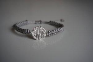 Bijoux de bras argenté-gris clair
