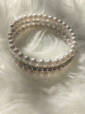 Armband mit Perlen und Strass
