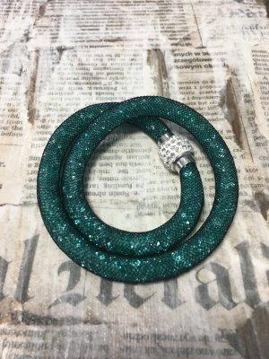 Armband mit türkisnen Kristallen und Magnetverschluss