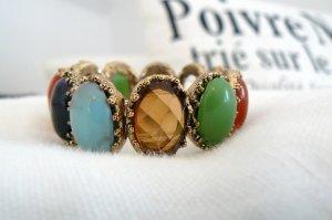 Armband mit verschieden farbigen Fassungen