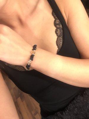 Armband mit verschiedenen Steinchen